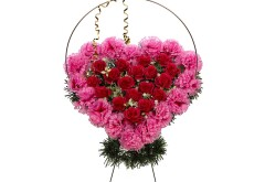 Изделие корзина в форме сердца (в центре красные или розовые цветы) РК05503